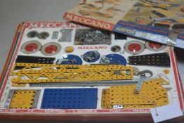 Meccano: An Airport Service set. Build 72 Exciting Models that Really Work, set no.4