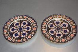 A pair of Royal Crown Derby scalloped plates decorated with Imari pattern 21 (each plate 22cm)