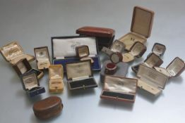 A large collection of vintage jewellery boxes, ring boxes, pendant boxes etc. (a lot)