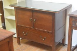 An Edwardian mahogany washstand, the rectangular top with plate glass over two inset panelled