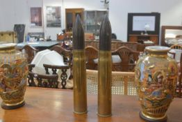 A pair of WWII shell cases by CFF, complete with original tips (h.47cm x d.7cm)