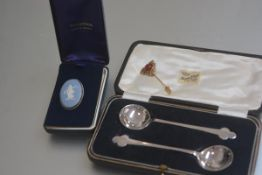 A Wedgwood silver mounted oval pale blue jasparware panelled brooch, a pair of Epns spade terminal