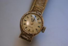 A lady's Rotary 21 jewel 9ct gold cased wristwatch with champagne dial and lozenge hour markers on