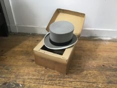 A gentleman's Linney of London, morning hat complete with original box (h.13cm inner: 19cm x 16cm)