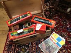 A pine box containing a collection of Tri-ang Hornby 00 rolling stock including Great Western