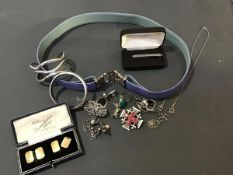 A mixed lot of jewellery including a Georg Jensen white metal tie clip, various brooches, a silver