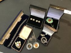 A mixed lot of jewellery including vintage silver stone set pendants on chains, a pair of