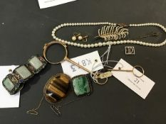 A mixed lot of jewellery including a square white metal brooch with carved jade insert, a Chinese