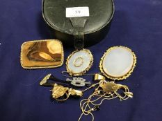 Three Victorian gilt metal agate set brooches (largest: 7cm x 5cm), together with a collection of