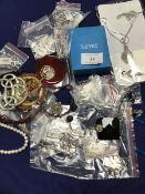 A mixed lot of jewellery including pendants, bead bracelets, chain bracelets, necklaces, polished