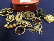 A collection of 19thc jewellery including a carved jet brooch in silver mount (jet: 4cm),