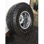 5 LANDROVER 285 TYRES