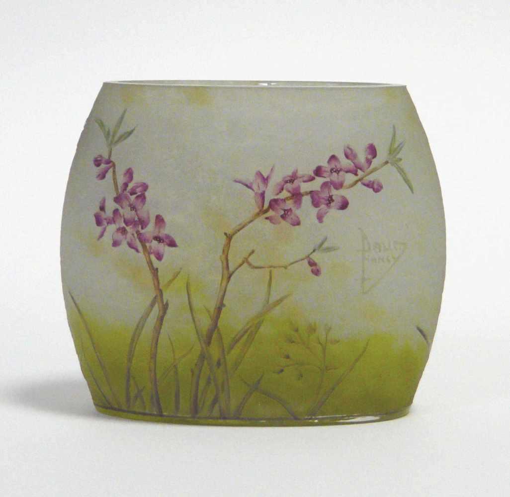 Lot 2009 - Vase Daum Frères / NancyDaum Frères / Nancy, signierte Vase mit blühendem Seidelbast - Zweig, wohl