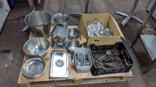 The contents of a pallet of assorted utensils & other catering related items
