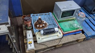 The contents of a pallet of assorted catering & other items including a microwave oven