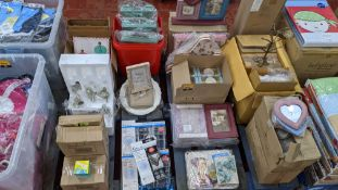 The contents of a pallet of assorted giftware games & novelties including mini games, household item