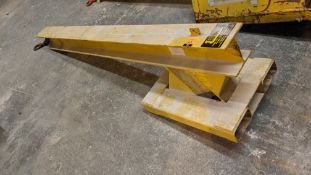 Leonard 2 tonne lifting gantry/attachment