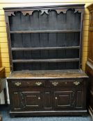 18TH CENTURY WELSH OAK HIGH DRESSER, the boarded delft rack with card cut and hollow cornice