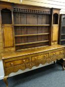 GEORGE III OAK & MAHOGANY CROSS-BANDED SHROPSHIRE HIGH DRESSER, pierced frieze and flanking