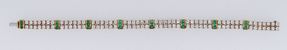 18CT GOLD DIAMOND & EMERALD BRACELET, total diamond weight 6cts approx., total emerald weight 1ct