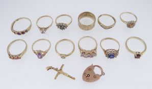 ASSORTED 9CT GOLD JEWELLERY TO INCLUDE TWELVE VARIOUS DRESS RINGS, crucifix pendant, heart shaped