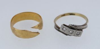 22CT YELLOW GOLD WEDDING BAND (4.4GMS) together with 18ct gold and platinum three stone diamond ring