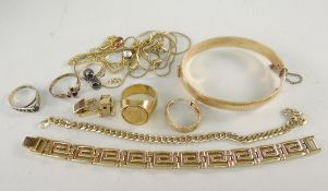ASSORTED YELLOW METAL JEWELLERY TO INCLUDE, PLATED BANGLE, BRACELET, COIN SET RING, earring, dress