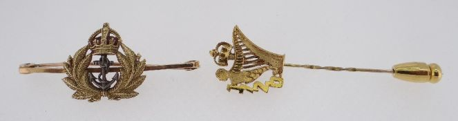15CT GOLD & ENAMEL NAVAL SWEETHEART BROOCH modelled as a fouled anchor flanked with reeds surmounted