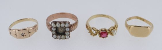 FOUR YELLOW METAL RINGS TO INCLUDE 18CT GOLD SIGNET RING, diamond chip ring, mourning ring