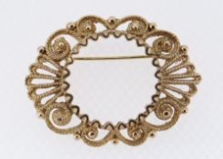 9CT YELLOW GOLD SCROLL DESIGN BAR BROOCH in Howells (West Wales Jewellers) box, 9.1gms