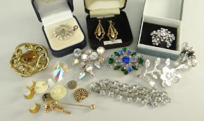 ASSORTED COSTUME JEWELLERY INCLUDING BAR BROOCHES, dress studs, earrings and necklace