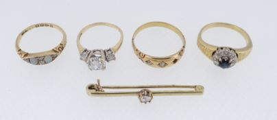 ASSORTED GOLD JEWELLERY TO INCLUDE DIAMOND SET BAR BROOCH, 18CT GOLD OPAL AND DIAMOND RING, 18ct