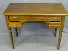 EDWARDIAN MAHOGANY LOWBOY rectangular top over a single long frieze drawer and two lower drawers