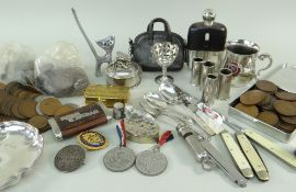ASSORTED COLLECTABLES to include EPNS tankard, egg cup, various GB circulated coins, pen knives,
