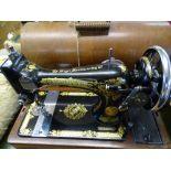 SINGER VINTAGE HAND CRANK SEWING MACHINE IN CASE