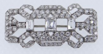 AN EXCELLENT ART DECO DIAMOND BROOCH, 4.3cts combined visual estimate consisting of 98 stones set