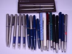 PARKER PENS (19) - 4 vintage (1960s-early 70s) Blue Parker fountain pens: 1 Parker 45, made in