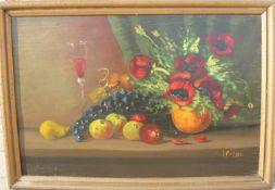 Unbekannter Maler. Stimmungsvolles Stillleben mit Früchten, Blumen und Weinglas. Öl/Platte. Sig. U.