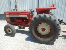 1965 IH 656 hyrdo utility tractor, 3pt., sold with 2000 IH loader, 6' manure combo bucket, 8' snow