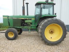 1981 JD 4640 2WD w/18.4-42 10 bolt duals, 3 valves & power beyond, front weight bracket & tank, Big