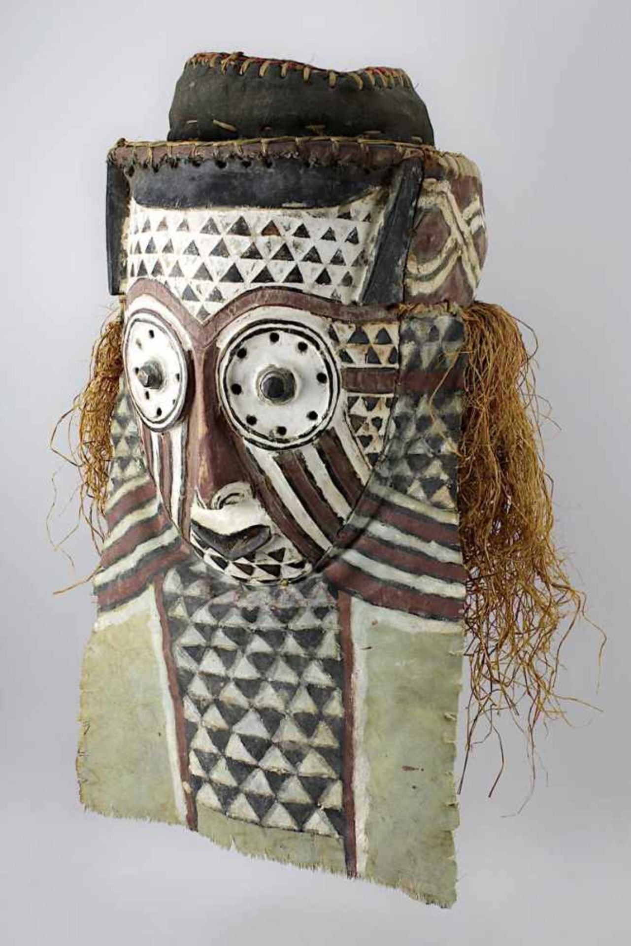 Los 520001 - Maske der Kuba, D. R. Kongo, Holz geschnitzt, anthropomorphes Gesicht mit großen Augen, jeweils...