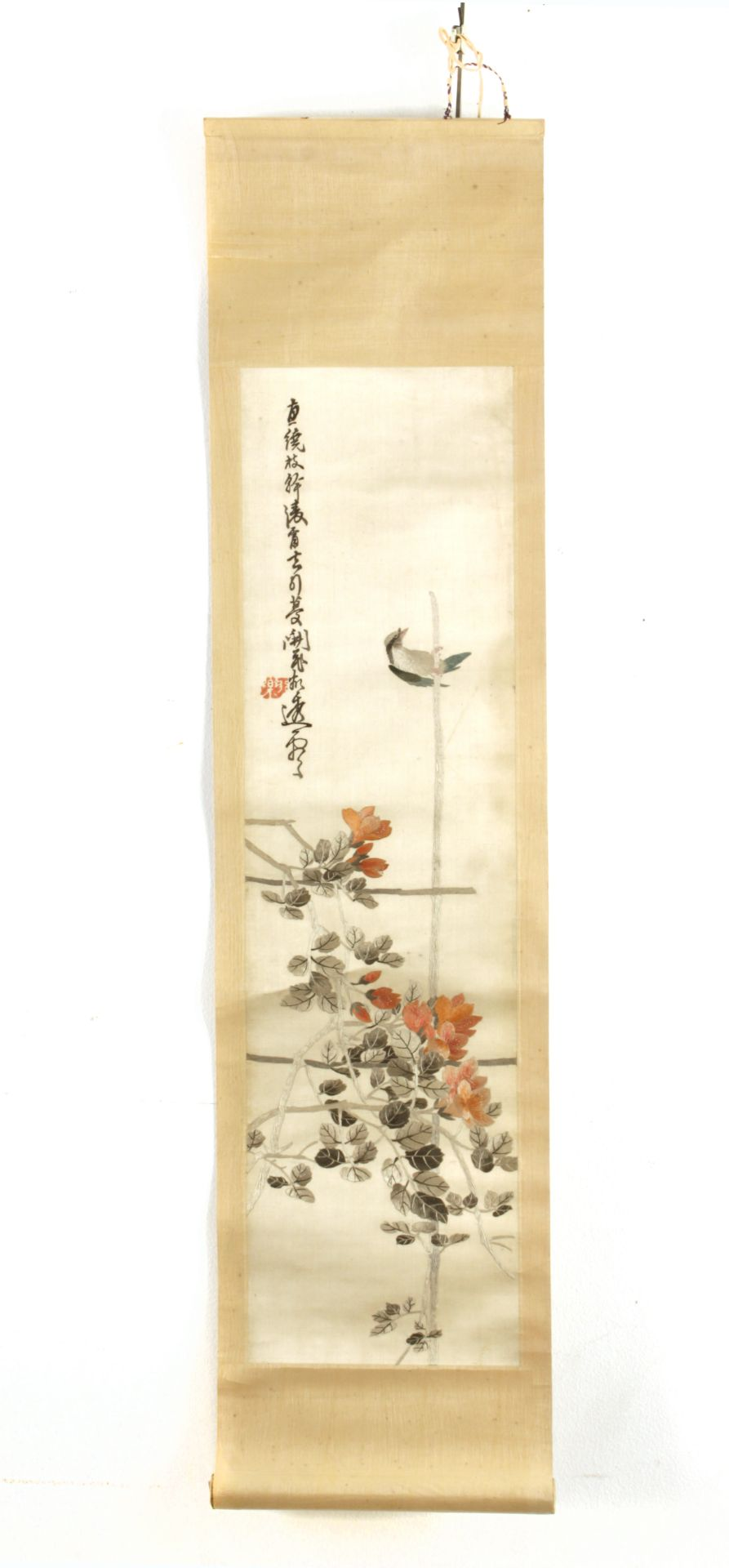 Los 100 - A 20th century Chinese scroll depicting roses and a bird embroidered on silk