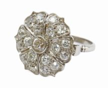 A 20th century Art-Déco style diamond flowery ring