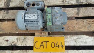 SEW R37/112D17104/1130 Eurodrive Motor Gearbox, 0.