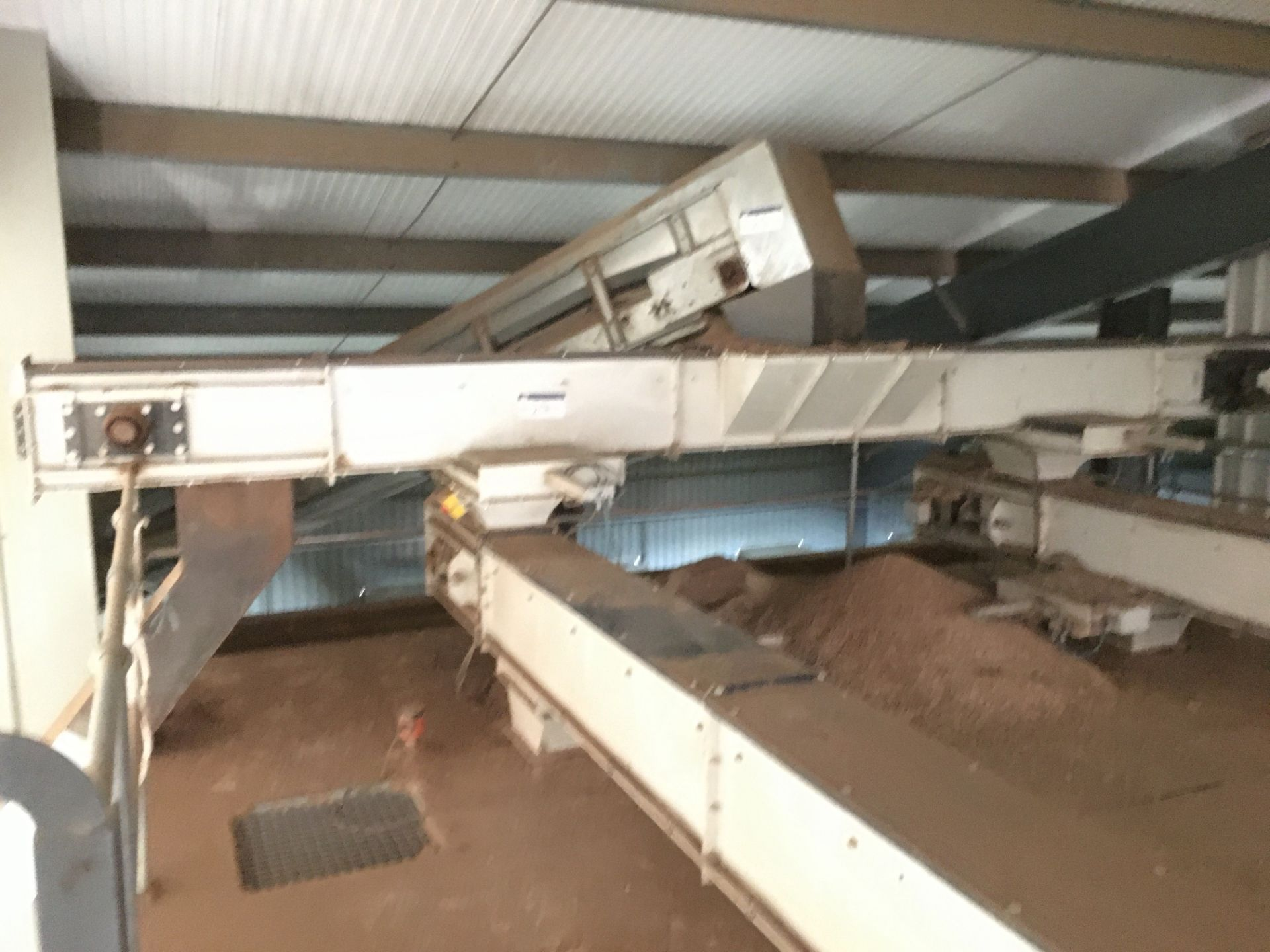 Lot 27 - Chain & Plastic Flight Conveyor, approx. 260mm wide on casing, approx. 5.7m centres long, with