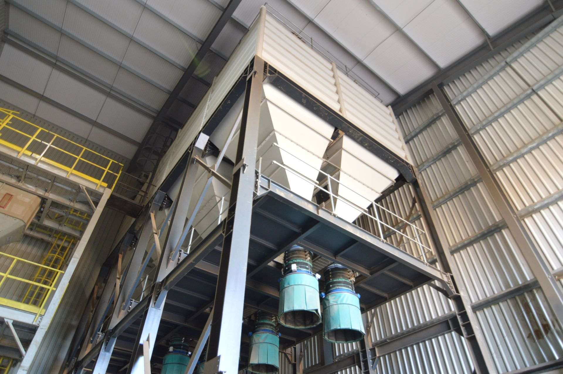 Lot 30 - EIGHT COMPARTMENT x 18.5 TONNE CELL (wood pellet capacity) BOLTED SECTIONAL PROFILED STEEL BULK