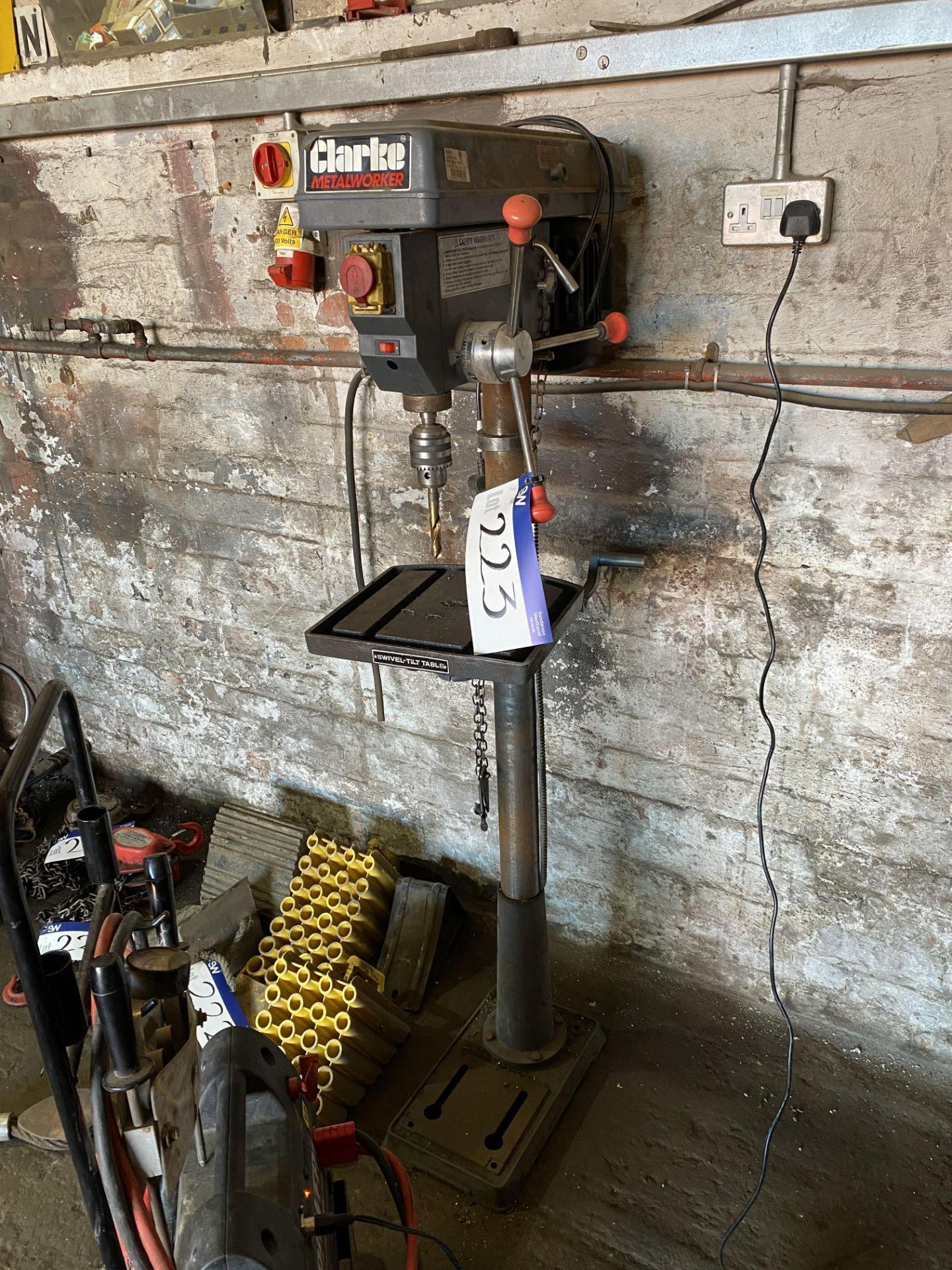 Los 223 - Clarke Metalworker CDP451F 16 Speed Pillar Drill,