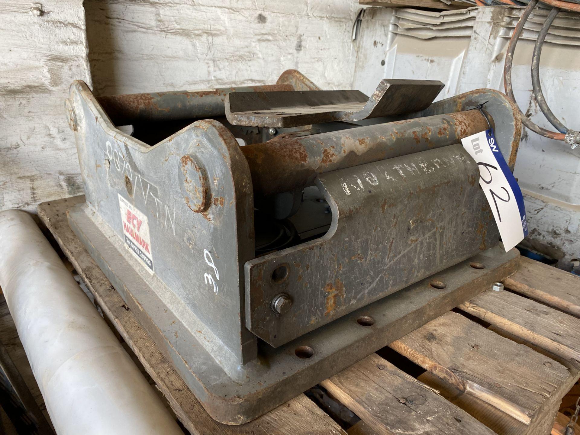 Lot 62 - OilQuick OQ70 Head Bracket (38)
