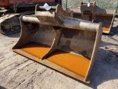2.4m wide Ditching Bucket, serial no. 38/11, 80mm