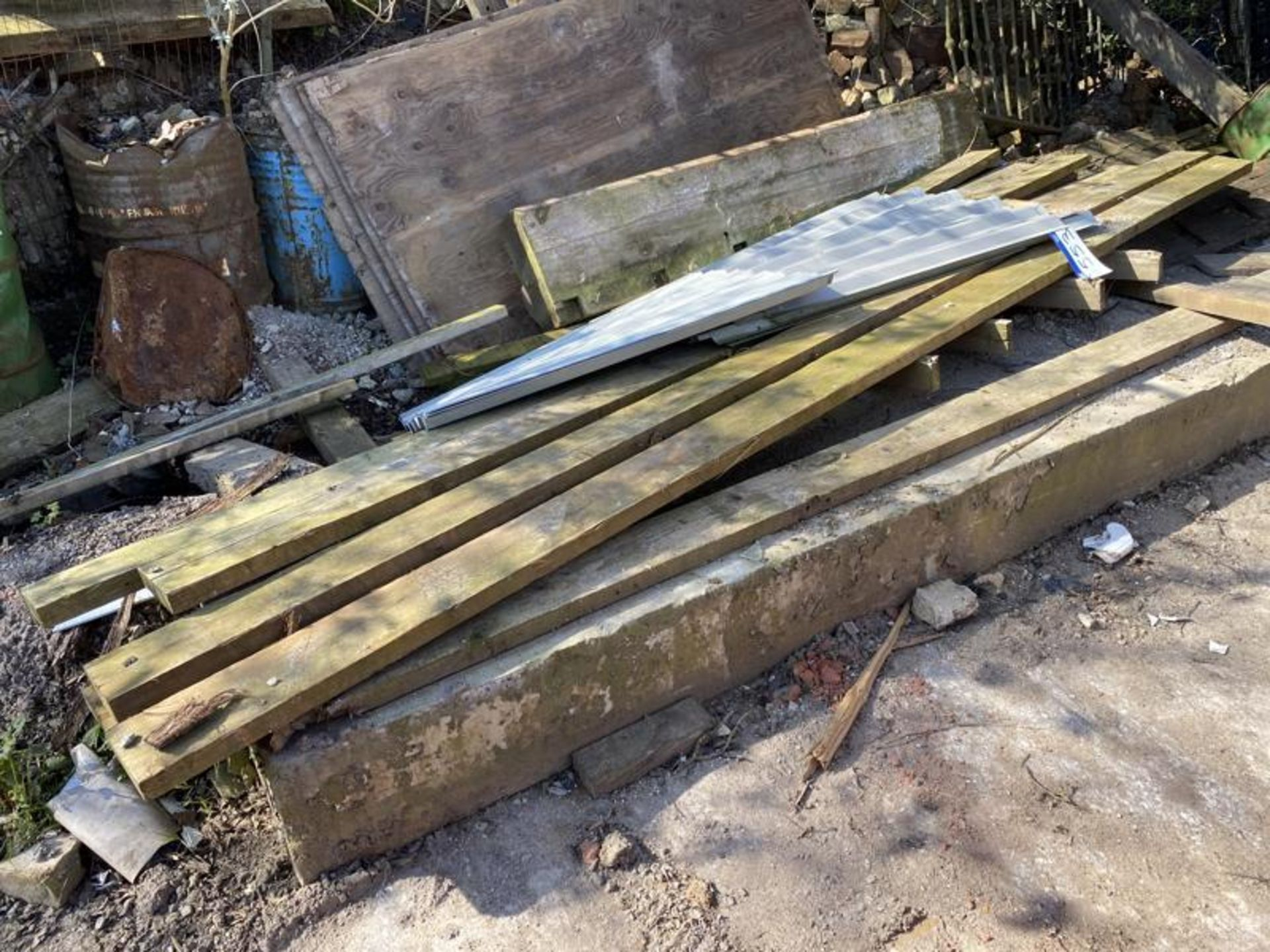 Los 553 - Assorted Timber, as set out in one area